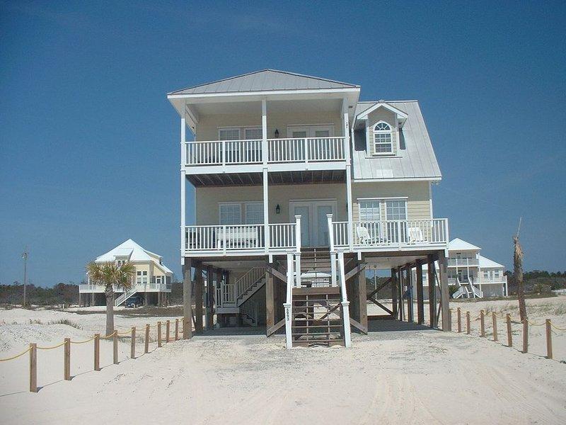 Beautiful 2 Story Beach House In Fort Morgan Area, casa vacanza a Costa del Golfo
