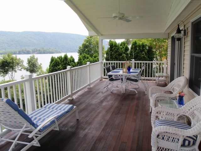Lakefront Multifamily Retreat, holiday rental in Orwell
