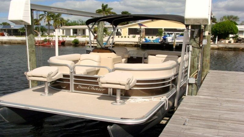 BOOK EARLY, FREE Boat, Heated Pool, bikes, kayaks, grill and WIFI, alquiler de vacaciones en New Port Richey