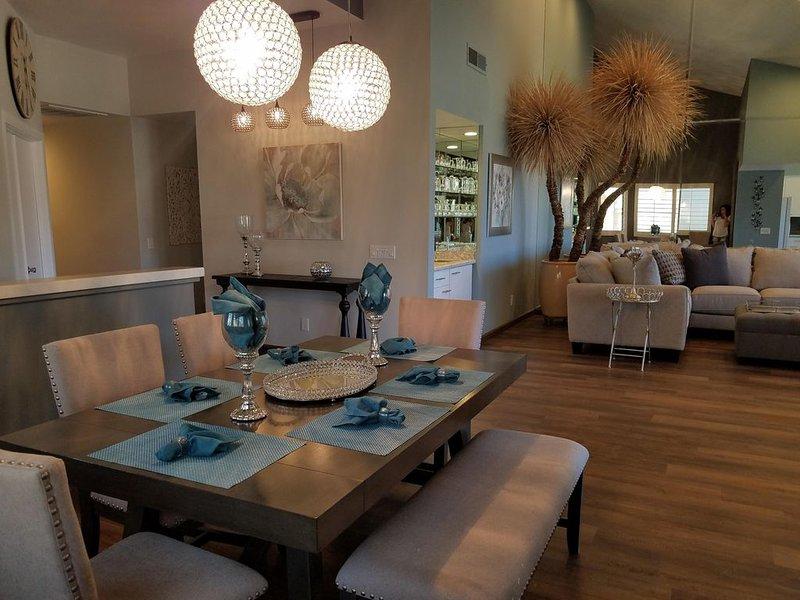 Beautiful and Cozy!!! Palm Valley Country Club Golf Course Home. Sleeps 8., alquiler de vacaciones en Palm Desert
