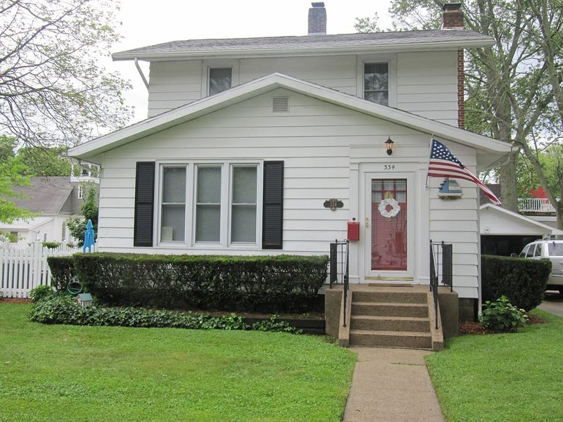 Lake House 3 Blocks From The Beach ~ Bikes And Kayaks!, alquiler vacacional en South Haven