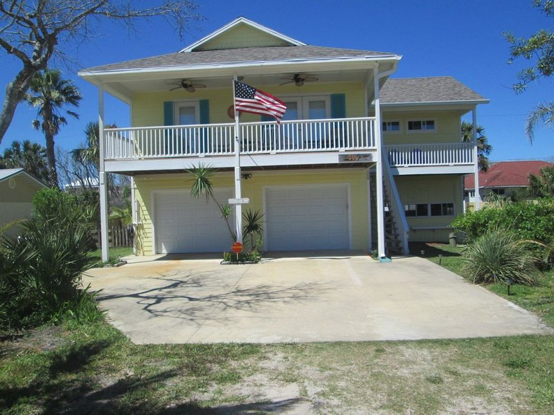 Sunny Side  Beach House, great for families,  short walk to quiet beach!, alquiler de vacaciones en Palm Coast