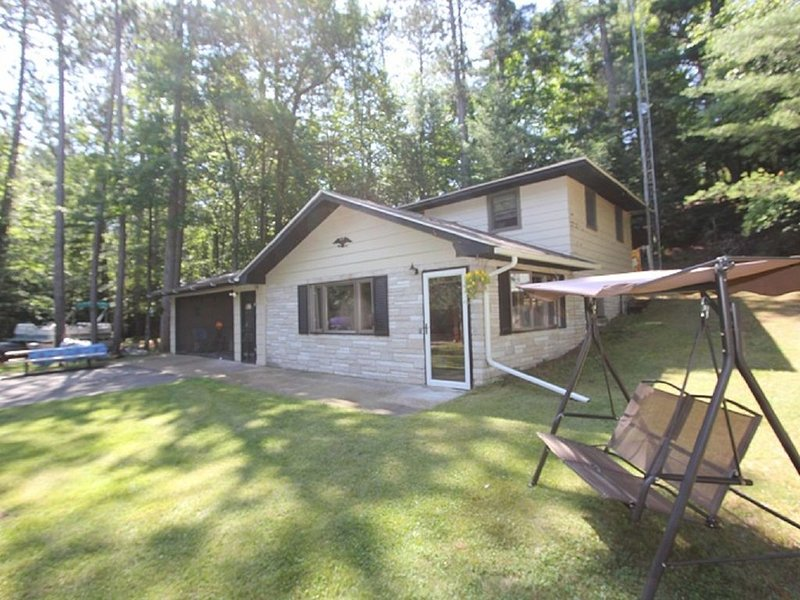 Chain of 28 Lakes 3 Bedroom House For Rent, vacation rental in Eagle River