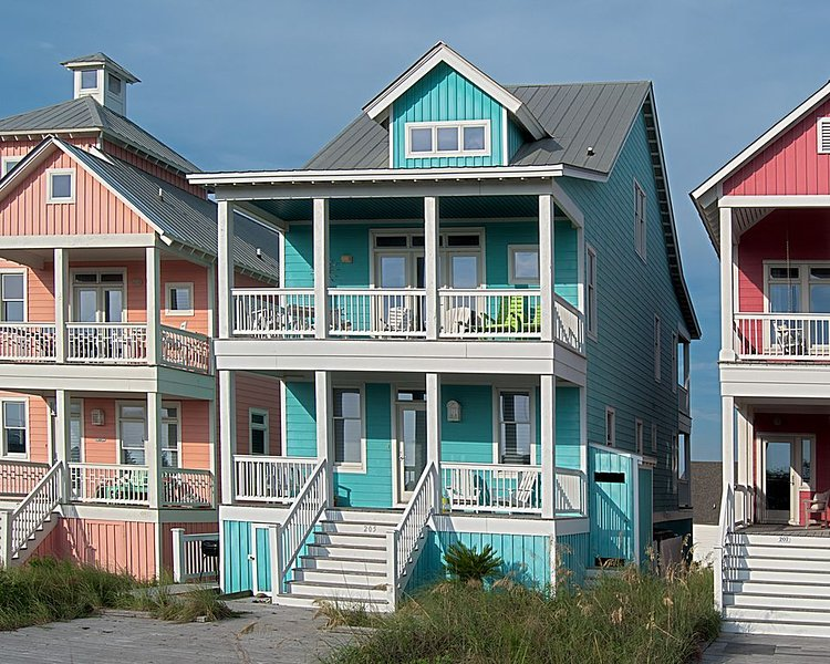 Oceanside very close to beach.   Water views in Sea Dreams with Pool in Dunes, holiday rental in Morehead City