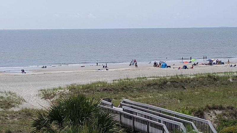 Oceanfront Hilton Head with fabulous views ,updated baths, cozy fireplace, holiday rental in Parris Island