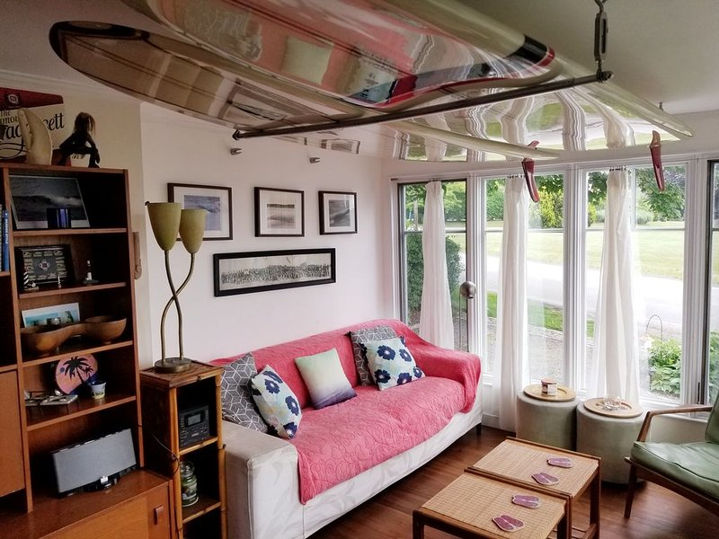 Great Beach Cottage Between 1st and 2nd Beaches, holiday rental in Middletown