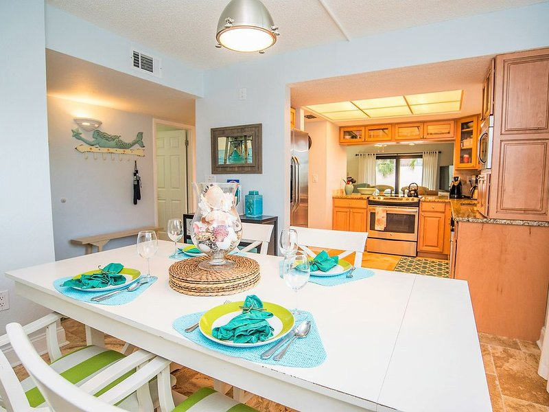 ON BEACH! ALL Remodeled!! Nice pool. Free beach chairs,lots of activities area, holiday rental in Sarasota