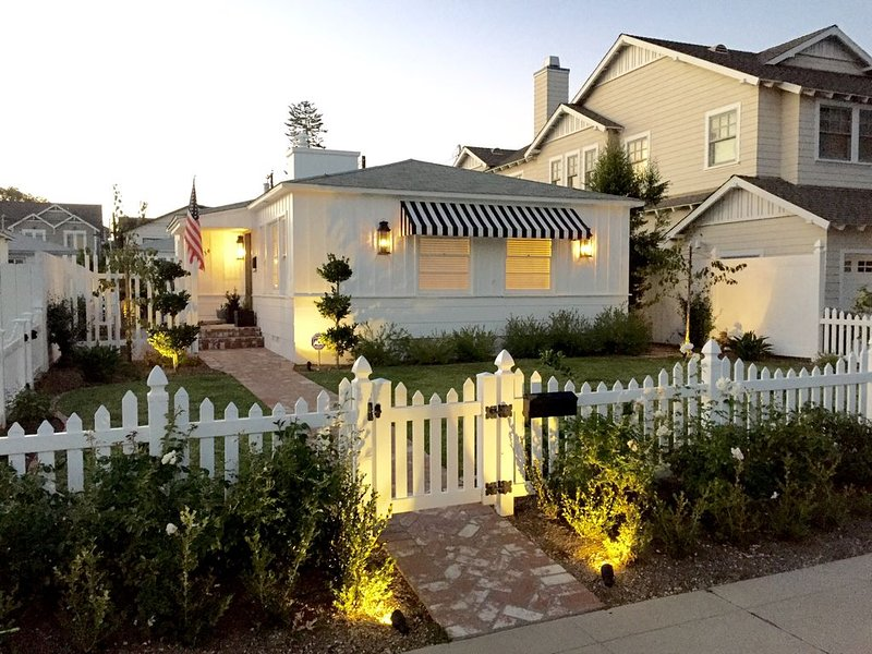 Charming, Well-Appointed Coronado Home Near Golf Course, Walk To Beach & Village, holiday rental in Coronado