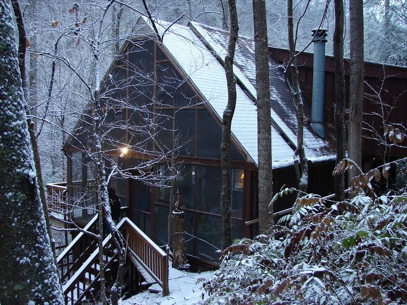 Laurel River Retreat : Riverfront…Secluded, Riverfront, holiday rental in Marshall
