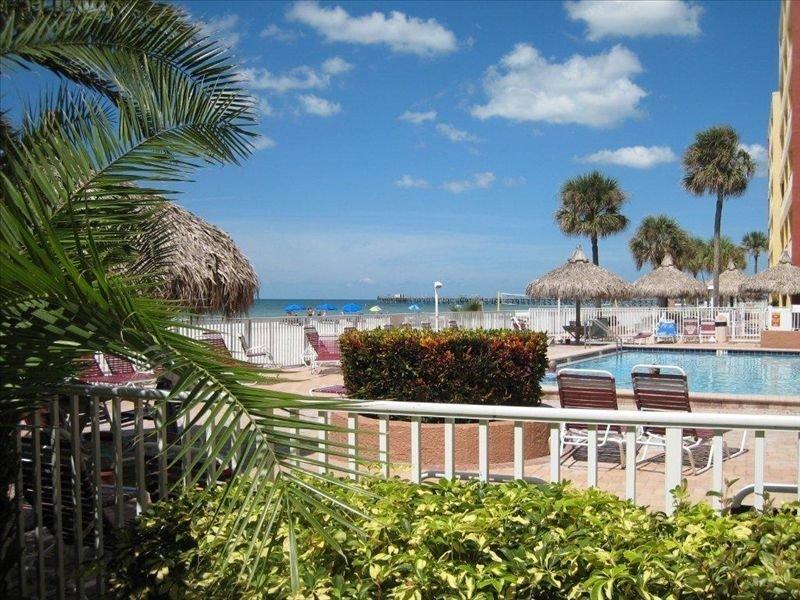 Barb's Beautiful BEACHFront AMAZING VIEWs! PopUlar Resort! Don't wait!, vacation rental in North Redington Beach