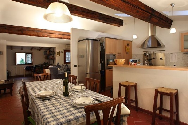 Tuscan Charm, Quiet, All Comforts, Near Ponte Vecchio, holiday rental in Florence