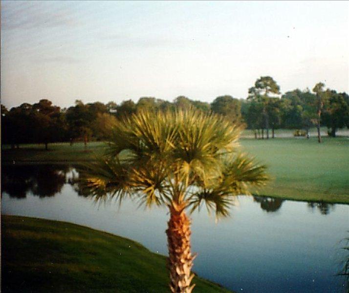 Beautiful Meadows Condominium Picturesque Water and Golf View, aluguéis de temporada em Fruitville