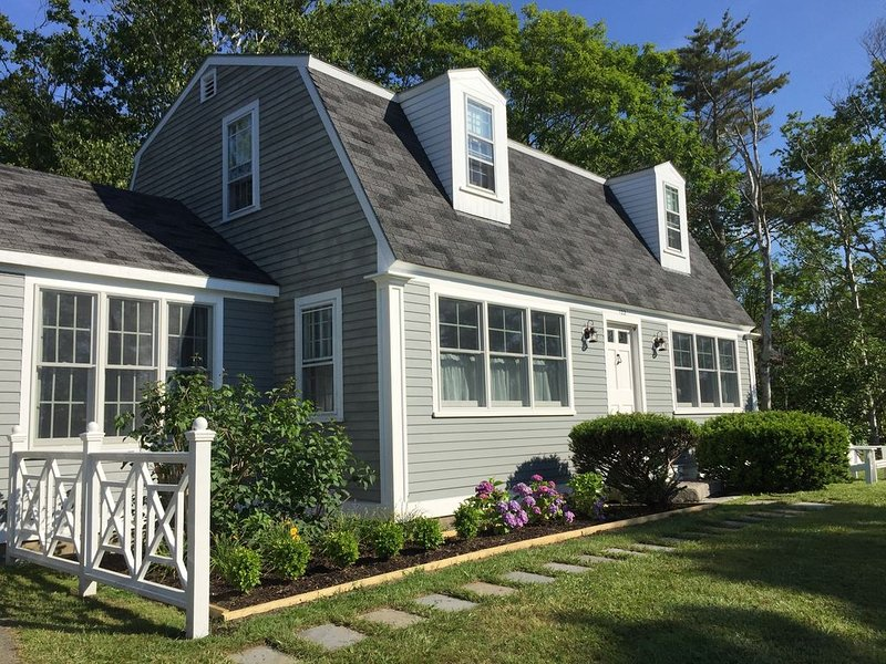 Charming Year Round Cape House On Pemaquid Loop – Walk To Lighthouse, holiday rental in South Bristol