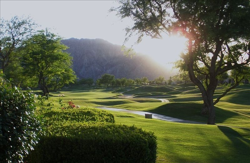 Totally Renovated - Double Fairway with Mountain View, holiday rental in La Quinta
