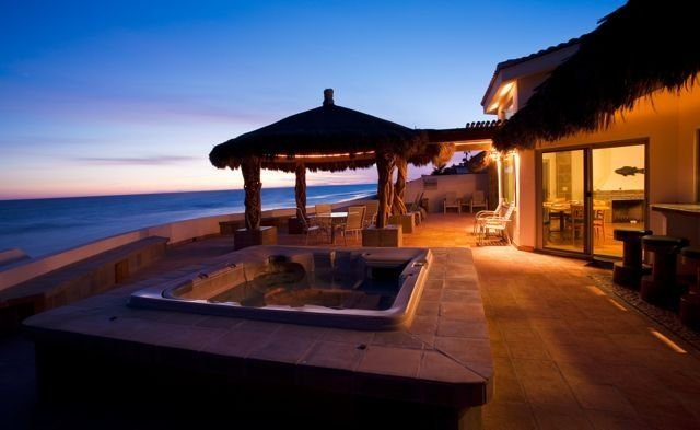 Beach Front Luxury Living & Spectacular Deck with Heated Spa, vacation rental in Puerto Penasco