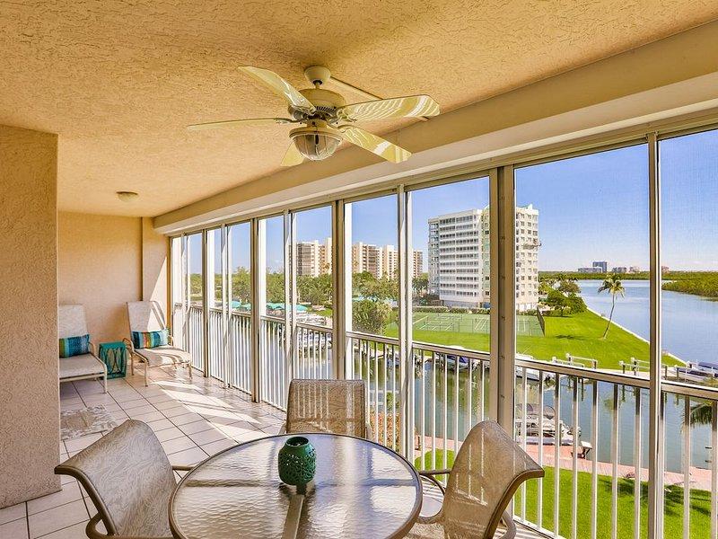 Updated Vanderbilt Beach Condo with Great Views! JAN and APRIL 2021 SPECIAL, alquiler de vacaciones en Naples Park