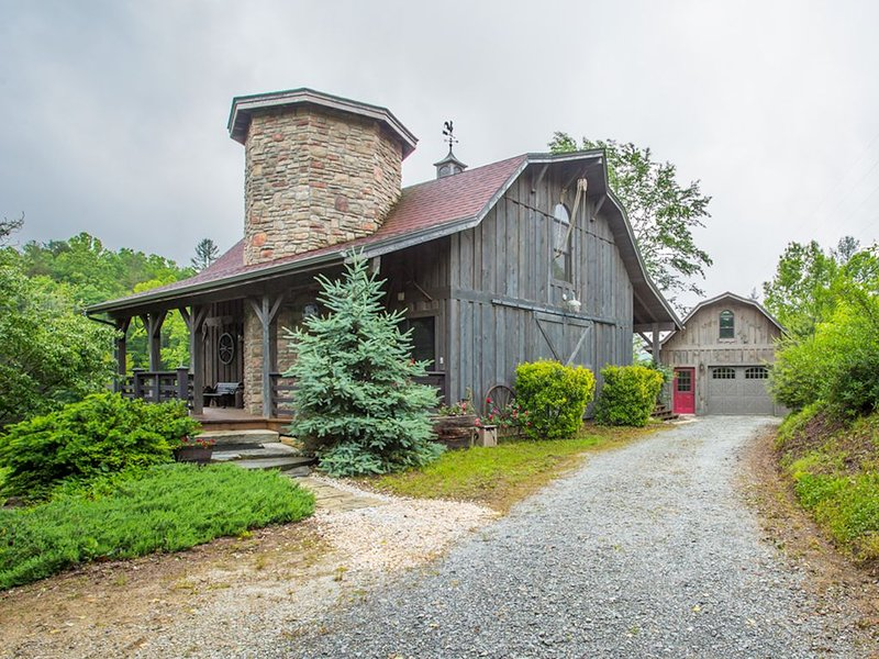 Charming country cabin, vacation rental in Brevard
