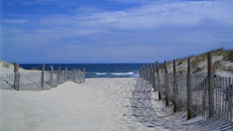 GREAT VIEWS...OCEAN BLOCK , 1st house . Steps to Beach. New 2br, location de vacances à Ortley Beach