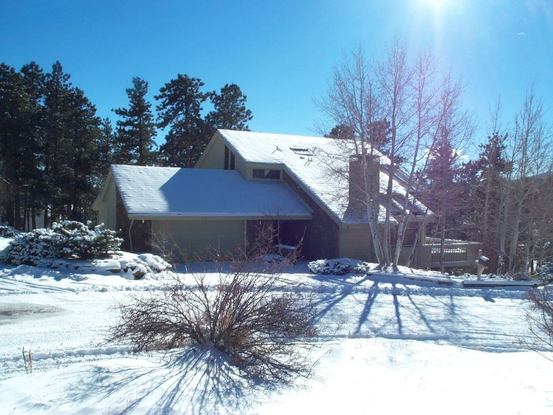 Spacious 4 bedroom family mountain home., vacation rental in Evergreen