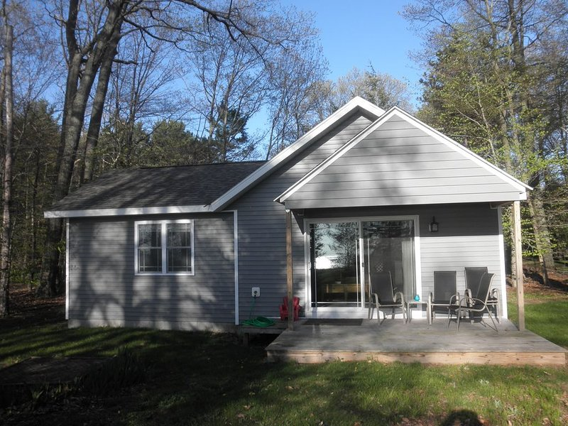 Lake Michigan Cottage - Newly Renovated & Private, holiday rental in Muskegon County