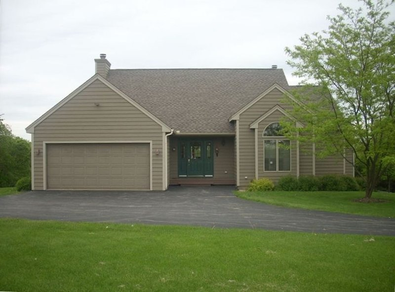 Comfortable, Relaxing Vacation Getaway - 5 BR/5 BA, holiday rental in Apple River