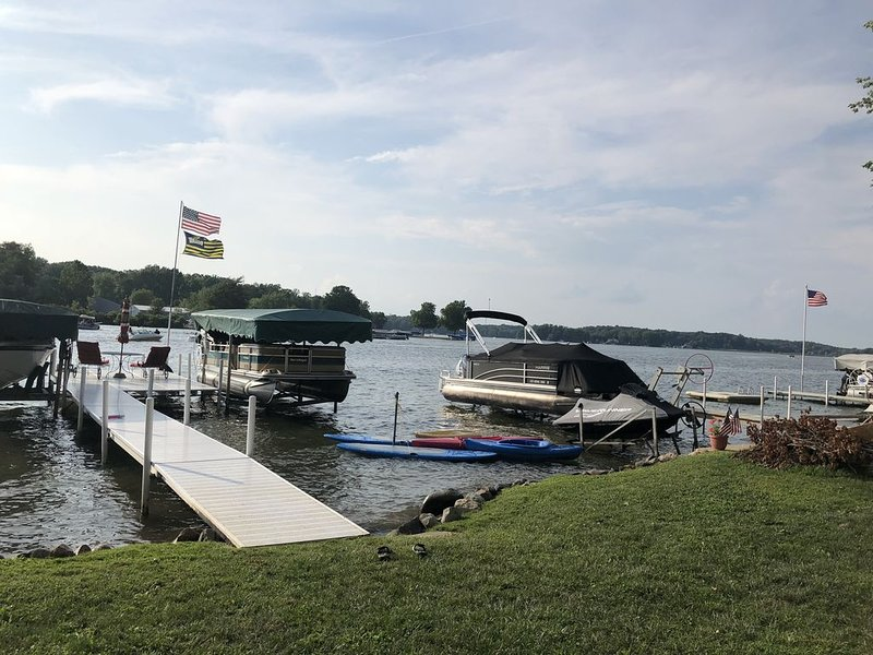 Beautiful Lake James Lake House- Angola, Indiana, holiday rental in Coldwater