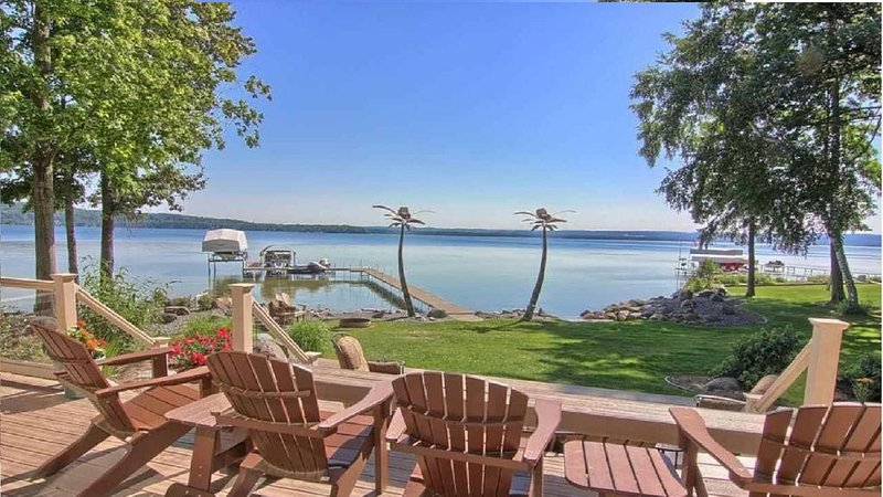 Welcome To Twin Palms A Beautiful Oasis On The Chain Of Lakes Near TC, vacation rental in Kalkaska