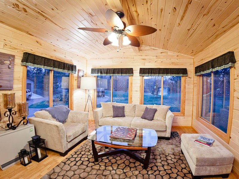 400 feet of lakeshore, gorgeous sunsets, private dock, bike trail, cabin retreat, vacation rental in Walker
