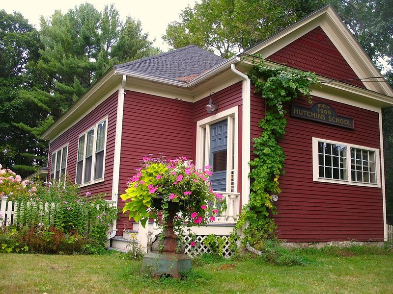 Historic Schoolhouse Near Goose Rocks Beach * Pet Friendly * Pottery Lessons*, vacation rental in Kennebunkport