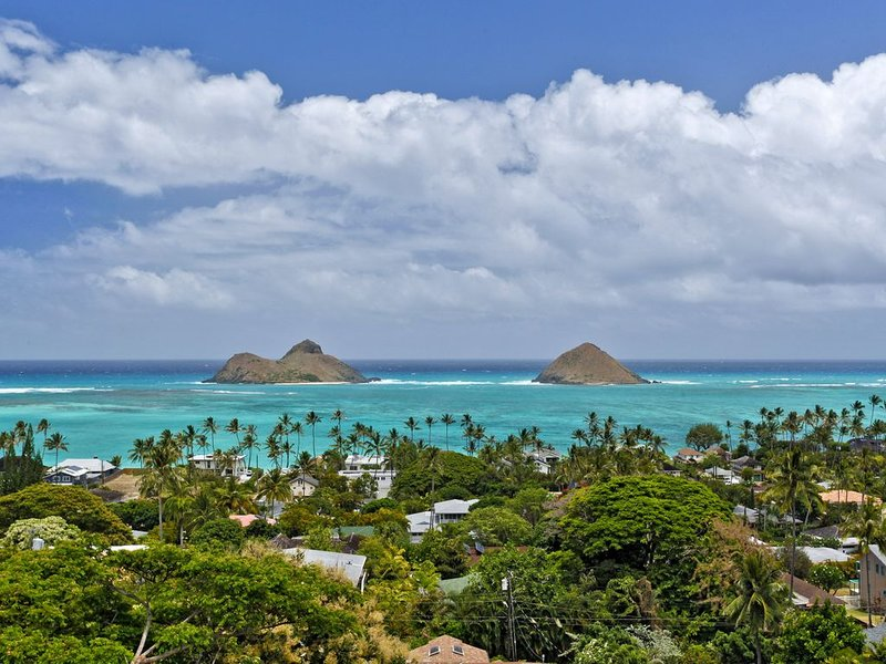 Gorgeous Views and Home. Minutes from Lanikai Beach in Kailua., vacation rental in Kailua