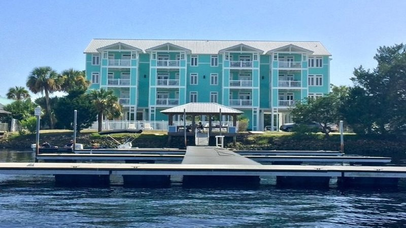 River's Edge - Largest Sq Ft Unit - Assigned Boat Slip - Waterfront -  WIFI, holiday rental in Steinhatchee