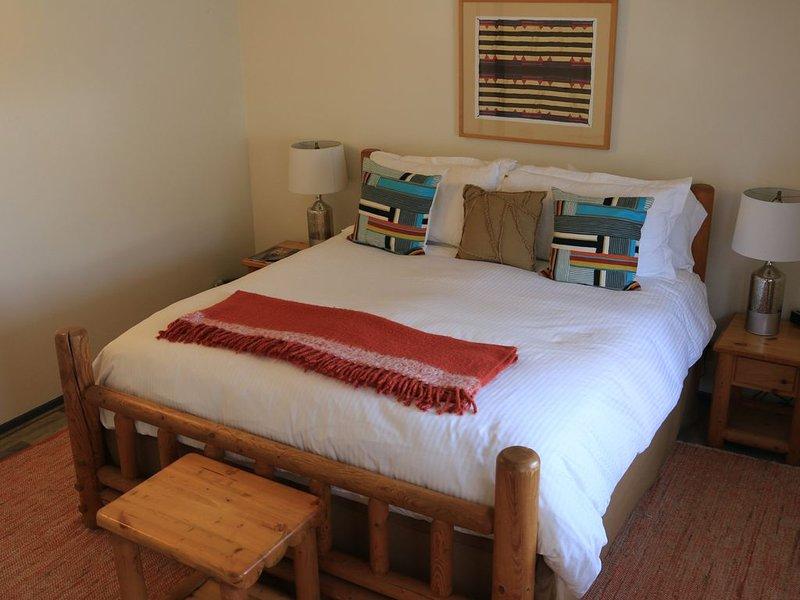 Townhome near downtown Jackson at Snow King Resort, Hike, Ski, Shop, Dine nearby, alquiler de vacaciones en Jackson