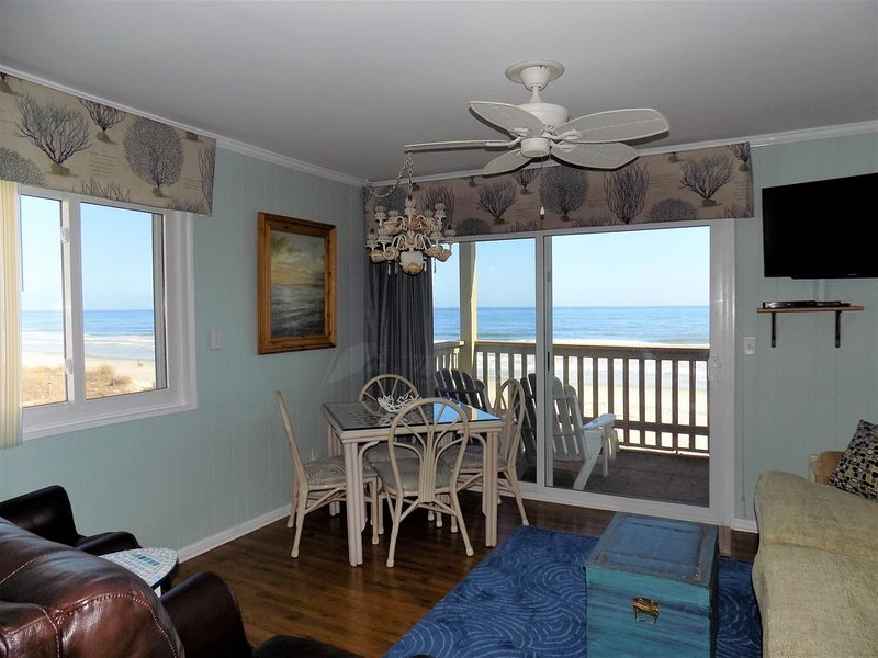 DIRECT OCEANFRONT! Super Clean-Highly Rated - Awesome Location! BOOK NOW!!, holiday rental in North Myrtle Beach