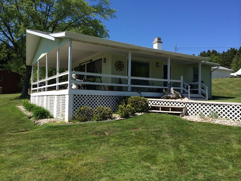 Upper Silver Lake cottage with 130 feet of sandy Lake frontage with dock., holiday rental in Mears