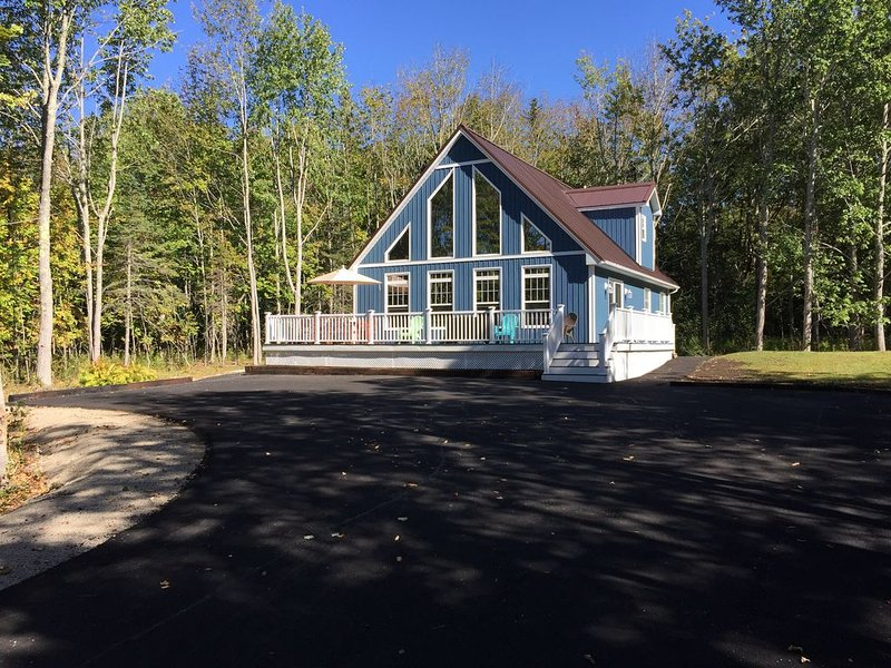 Newly Constructed fall 2016 Beautiful Bar Harbor Chalet sleeps 8, alquiler de vacaciones en Bar Harbor