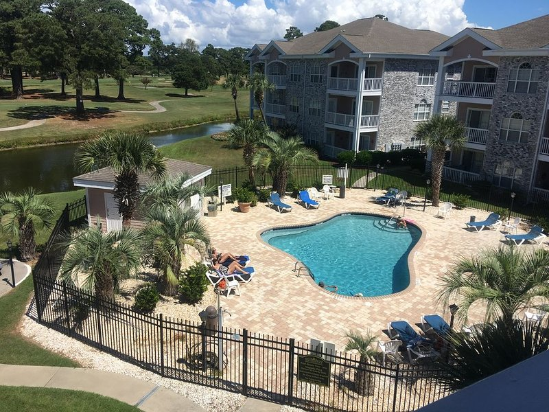Myrtlewood 2BR 1st Floor End Unit-Wifi-Cal Ripken Welcome-Close to Pool, vacation rental in Myrtle Beach