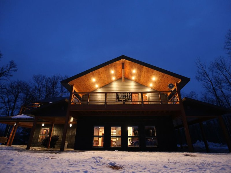 'Little Lazy Lodge' Scandinavian Paradise in the Middle of Nowhere + Event Venue, vacation rental in Deer River