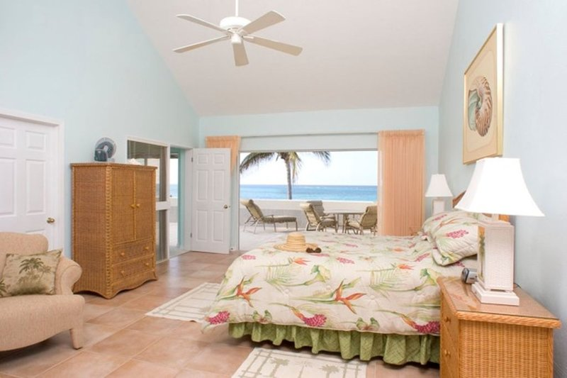 The Retreat at Rum Point Unit #28.  Stunning 3BR Oceanfront Penthouse Condo, holiday rental in Rum Point