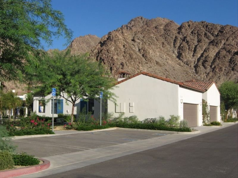 Rare, Single-Story 2BR/2BA Vacation Villa at Legacy Villas, holiday rental in La Quinta