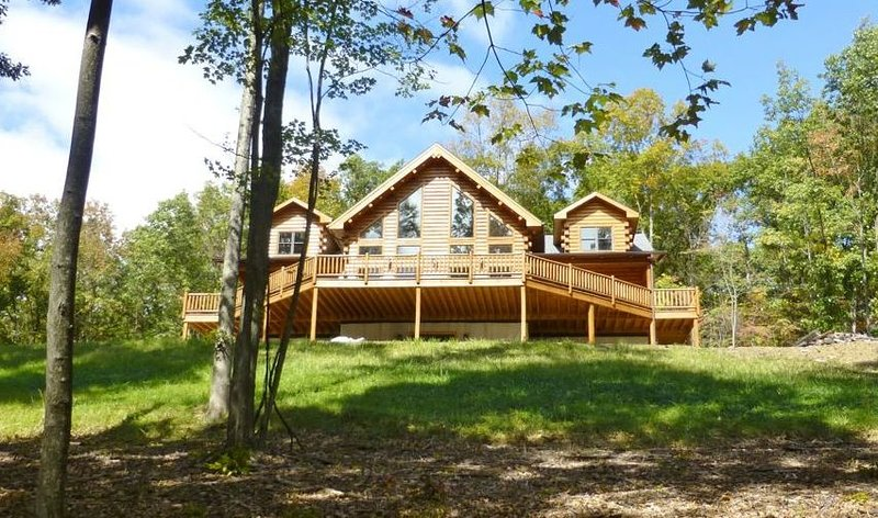 Bear's Paw Lodge - Rustic Mountain Escape, holiday rental in Allensville