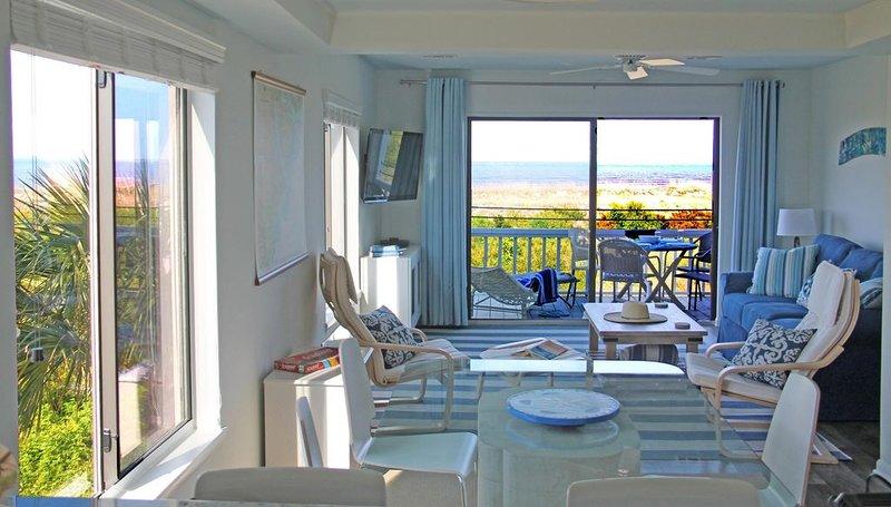 Corner Beachfront, Spacious Luxury 2 BR Villa, Spectacular Views!, holiday rental in Harbor Island