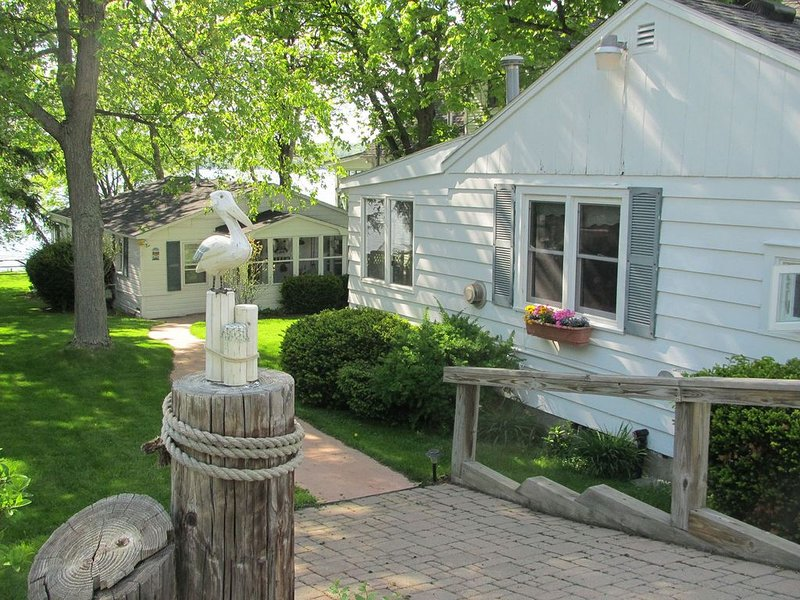 Two Darling Finger Lakes Region Cottages On The Shores of Canandaigua Lake Ny., location de vacances à Rushville