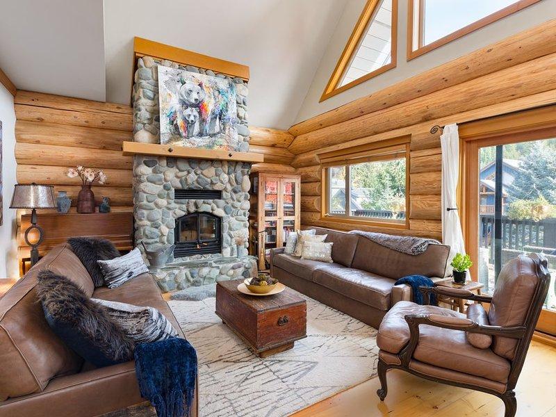 Luxury Chalet with Mountain Views Near Ski Lifts, Beside Bike Trails on Creek, alquiler de vacaciones en Pemberton