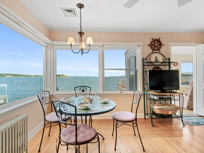 Waterfront With Million Dollar View- Greater Newport Area, holiday rental in Westport