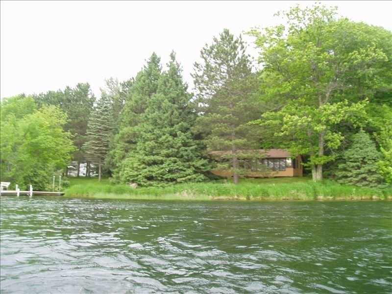 Picturesque Sand Lake Getaway, vacation rental in Luck