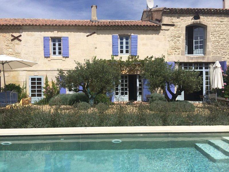 Farmhouse In The Heart Of Provence Maussane & St Remy, location de vacances à Maussane-les-Alpilles