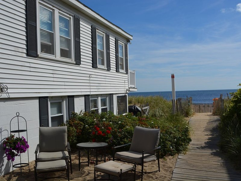 On the Beach! Step Out Front Door Onto the Dunes!, aluguéis de temporada em West Newbury
