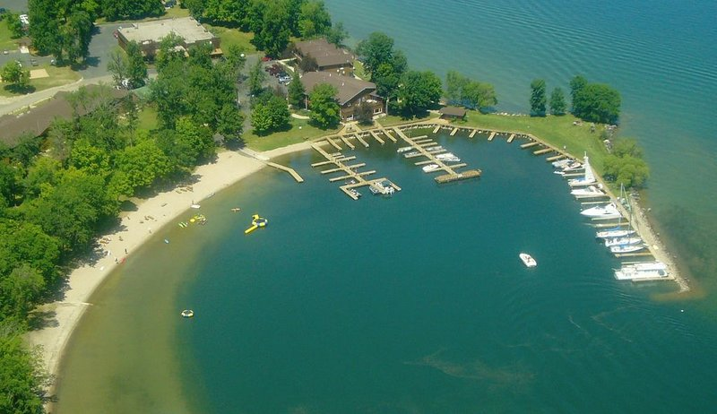 Spacious Beachfront Condo On Beautiful Leech Lake!, location de vacances à Federal Dam
