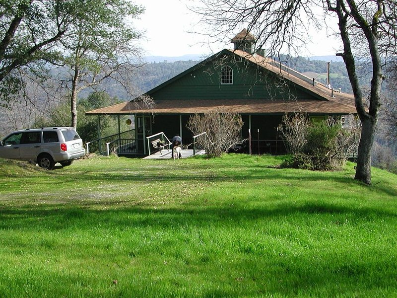 Lofty Haven with Panoramic Country View, holiday rental in Pollock Pines