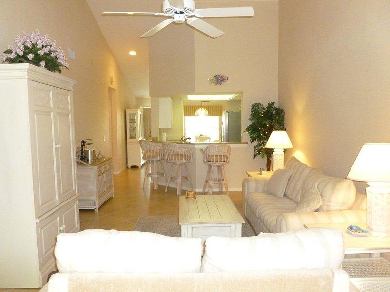Naples 2 Bedroom, 2 Bathroom Condo - For Discount Pricing/Flexible Dates Inquire, holiday rental in Naples Park